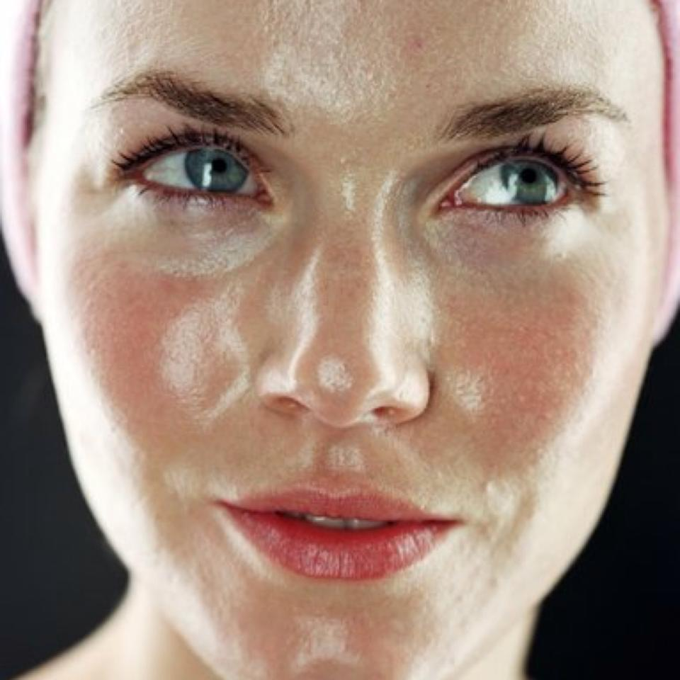 6 Ways to Get Rid Of An Oily Face